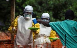 Πώς μεταδίδεται ο ιός Έμπολα. Ποια είναι τα συμπτώματα του