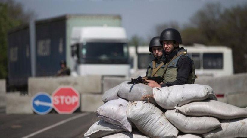 Financial Times: Η Ρωσία ενισχύει το στρατό στα σύνορα με Ουκρανία