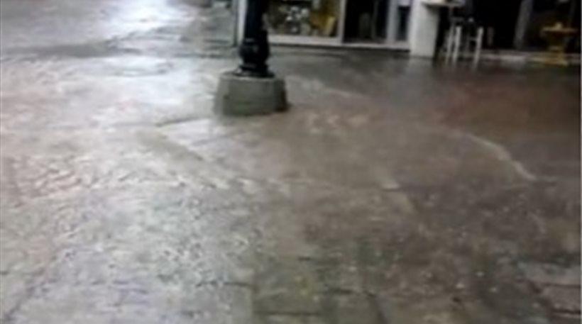 Πλημμύρισαν οι δρόμοι στη Κοζάνη