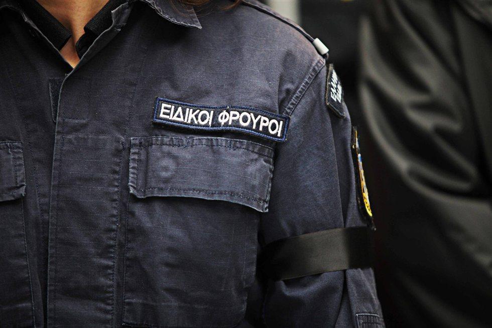Συνελήφθη ειδικός φρουρός για εκβίαση και δωροληψία