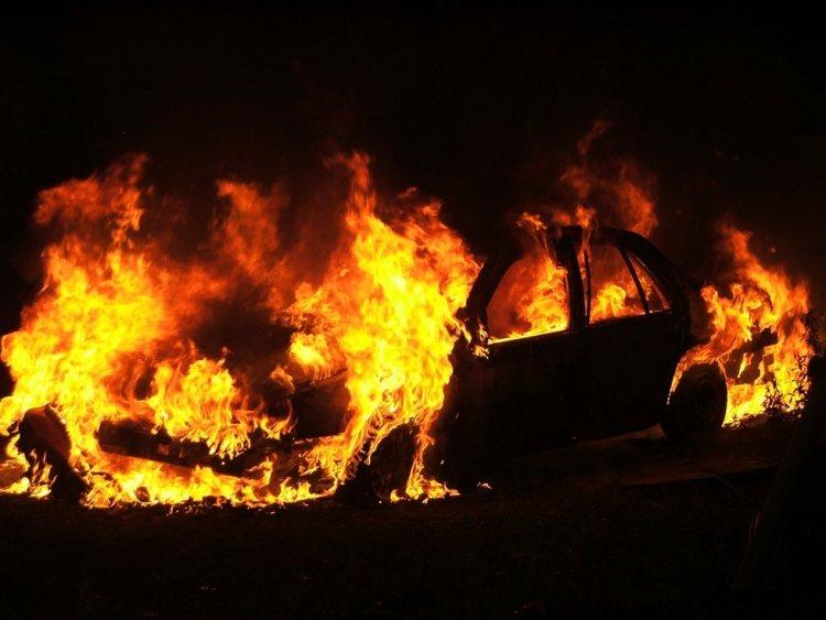 Αυτοκίνητο άρπαξε φωτιά εν κινήσει