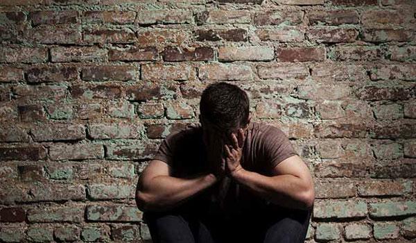 Έλληνας τραγουδιστής: Έχω καλέσει στο σπίτι μου ψυχίατρο