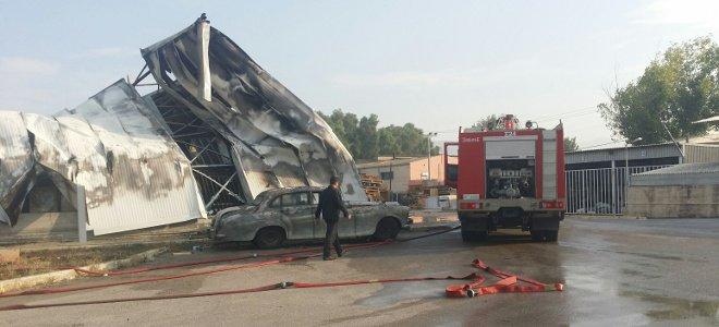 Ολοκληρωτική καταστροφή από την πυρκαγιά σε αποθήκη μεταφορική εταιρείας στον Ασπρόπυργο [εικόνες]