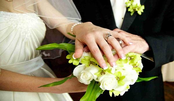 Ποια δημοσιογράφος παντρεύεται μετά από εφτά χρόνια σχέσης;