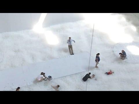 Τι συμβαίνει όταν ένα εκατομμύριο μπαλάκια γεμίζουν ένα μουσείο