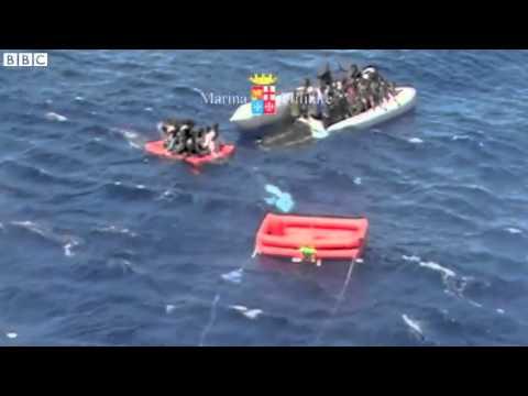Βίντεο από τη δραματική διάσωση μεταναστών από το ιταλικό ναυτικό