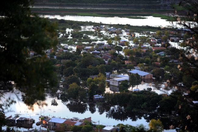 Οι πλημμύρες έδιωξαν 40.000 ανθρώπους από τα σπίτια τους
