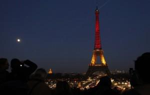 Ο Πύργος του Άιφελ στα χρώματα της βελγικής σημαίας...