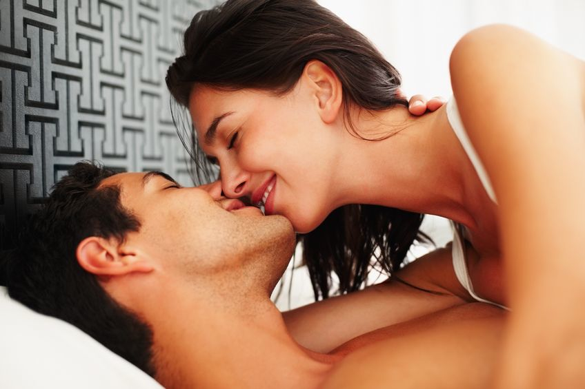 Δείτε ποια ζώδια ειναι κυρίαρχα στο φιλί και ποια τα ξενέρωτα…!