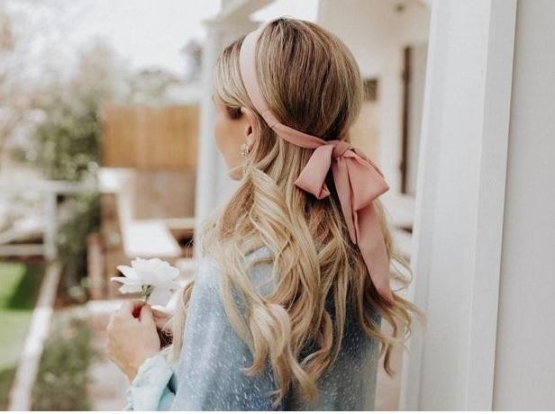 Πανεύκολοι τρόποι να κάνεις μπούκλες τα μαλλιά σου χωρίς ψαλίδι