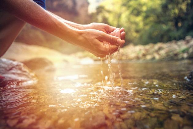 """""""Θα πούμε το νερό… νεράκι"""": Τι δείχνει μελέτη για την επιδείνωση της λειψυδρίας στην Ελλάδα"""