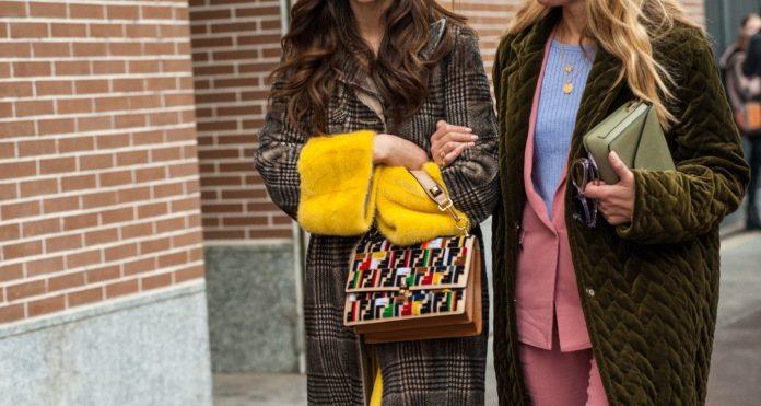 Η τάση στα παλτό που επιστρέφει από τα 90s – Ταιριάζει με κάθε μήκος φούστας