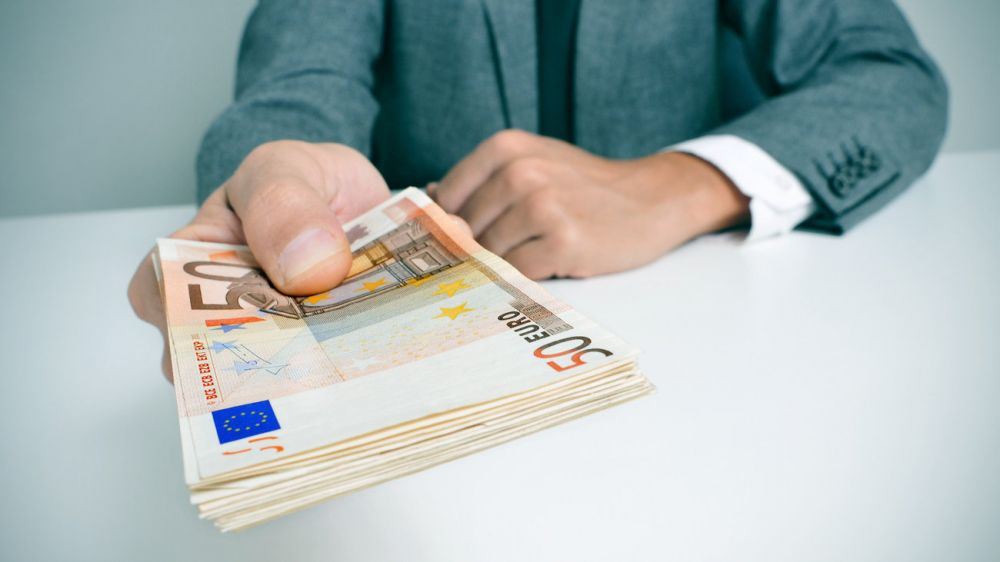 Αναδρομικά: Επιστροφή Δώρων από 250 έως 300 ευρώ