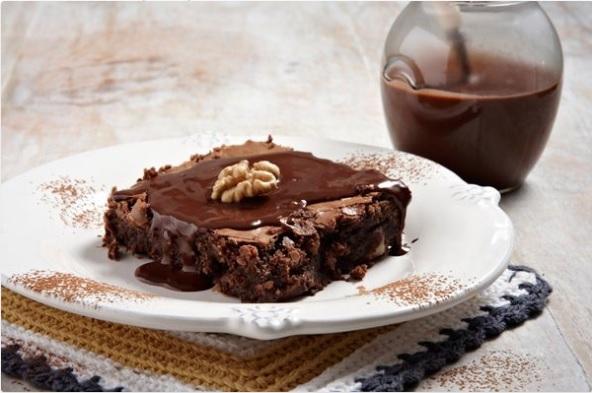 Σοκολατόπιτα με καρύδια