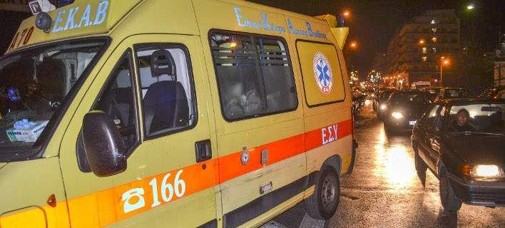 Τροχαίο στην Κηφισίας: Αυτοκίνητο καρφώθηκε σε κολόνα, τραυματίστηκε ο οδηγός