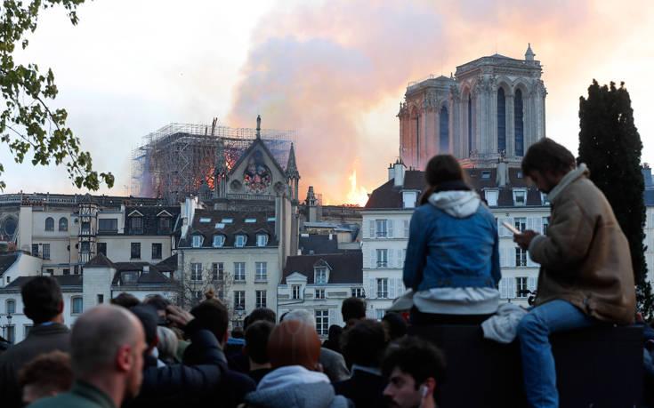 Μέρκελ: Οι φρικτές εικόνες της Παναγίας των Παρισίων να καίγεται μας πληγώνουν