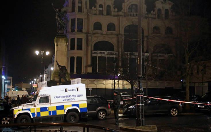 Νύχτα αίματος και βίας στη Βόρεια Ιρλανδία