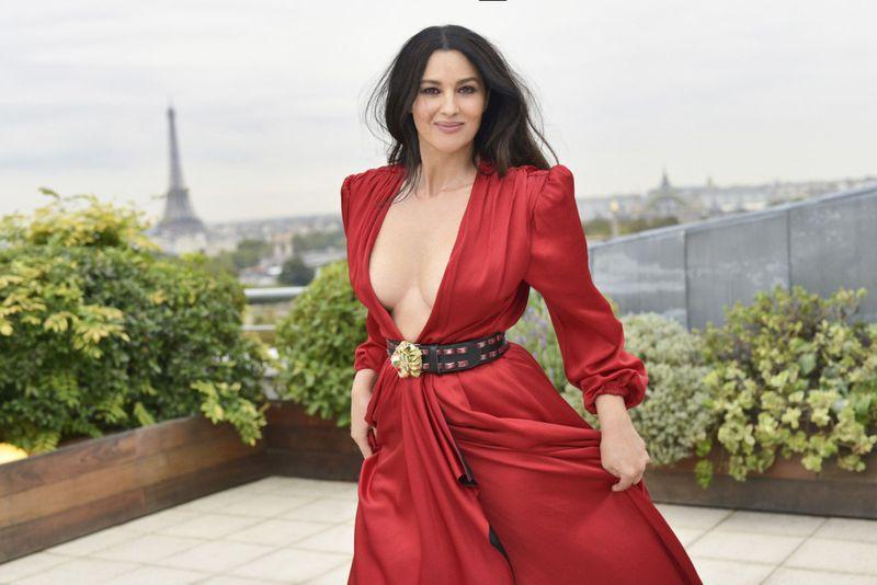 O αέρας σήκωσε τη φούστα της Μόνικα Μπελούτσι