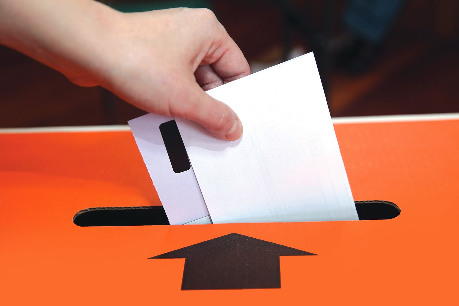 Δημοσκόπηση Politiko: Mπροστά η ΝΔ με σημαντική διαφορά