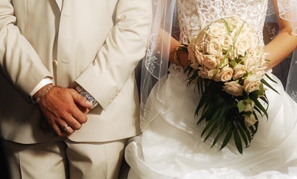 Γάμος: Γιατί κατά την ώρα του κοινού ποτηρίου πίνει και ο κουμπάρος κρασί