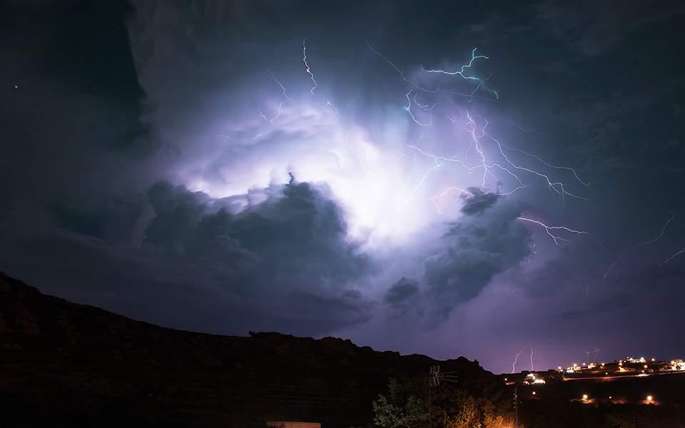 «Καμπανάκι» κινδύνου από μετεωρολόγο: «Κυκλώνας θα περάσει την Παρασκευή από την Ελλάδα!»
