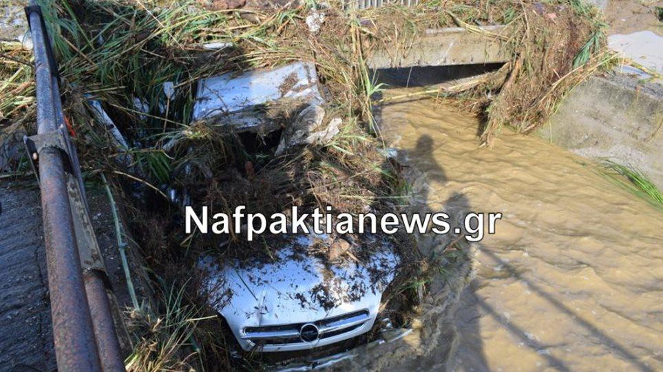 «Άνοιξαν» δρόμοι, πλημμύρισαν σπίτια στη Ναυπακτία – Πλημμύρες και στην Περαία Θεσσαλονίκης