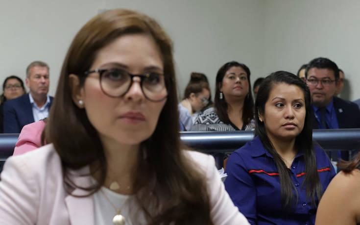 Νέα δίκη για έφηβη θύμα βιασμού που γέννησε νεκρό μωρό και δικάζεται για ανθρωποκτονία