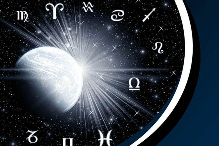 ΠΡΟΒΛΕΨΕΙΣ ΣΟΚ: Τι φέρνουν η «Σούπερ Σελήνη» στις 15 και η «Μαύρη Σούπερ Σελήνη» στις 30 Αυγούστου