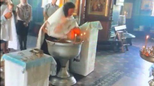 Αποτέλεσμα εικόνας για Ρωσία: Χαμός με παπά που παραλίγο να πνίξει βρέφος σε βάπτιση (vid)