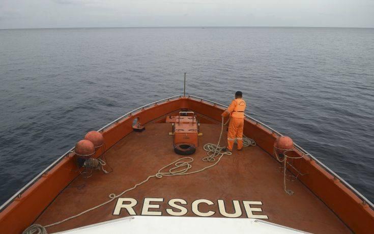 Ινδονησία: Τέσσερις νεκροί και 30 αγνοούμενοι μετά την πυρκαγιά σε φεριμπότ
