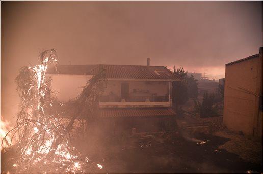 Ολονύχτια μάχη με τις φλόγες στην Εύβοια