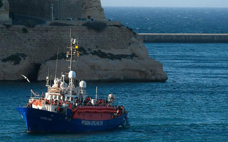 Αναστέλλεται το διάταγμα Σαλβίνι που απαγόρευε πλοίο με μετανάστες να μπει στα χωρικά ύδατα