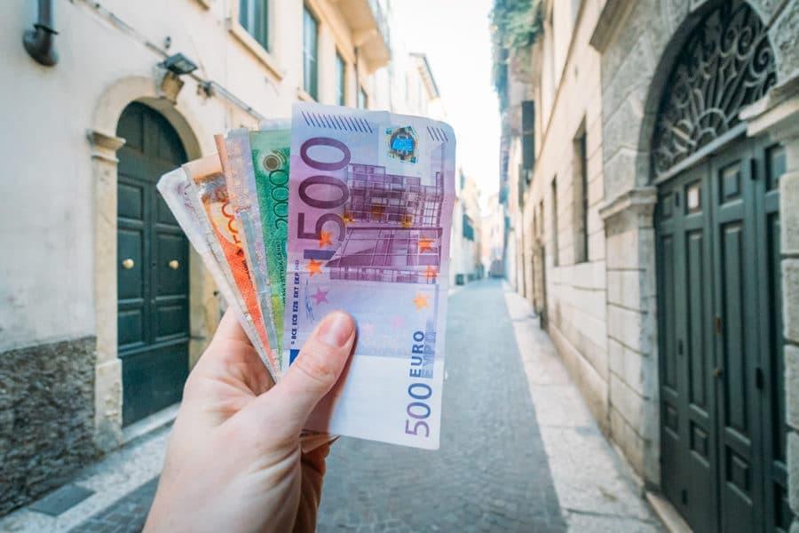 Δέκα απίθανοι τρόποι που οι άνθρωποι βγάζουν πολλά χρήματα