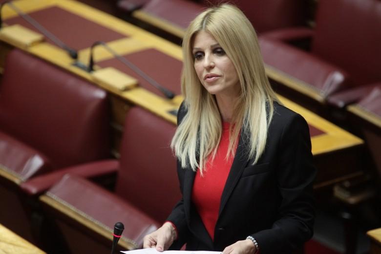 Έλενα Ράπτη: Ποιόν παντρεύτηκε κρυφά η βουλευτής της ΝΔ;