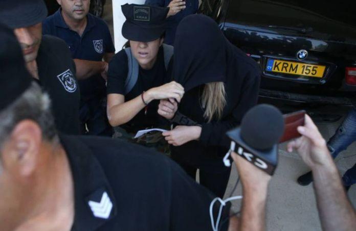 Υπόθεση ομαδικού βιασμού: «Οι αστυνομικοί με ανάγκασαν να αποσύρω την καταγγελία»