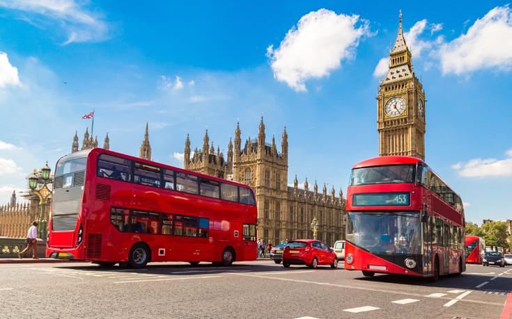 Νέοι κανόνες για τους ξένους φοιτητές στη Βρετανία