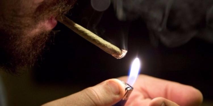 Πως να ανάψεις ένα τσιγάρο χωρίς αναπτήρα