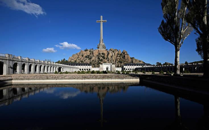 Ισπανία: Το λείψανο του δικτάτορα Φράνκο θα εκταφεί την Πέμπτη