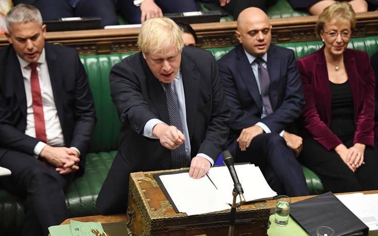 Νίκη αλλά χωρίς αντίκρισμα για τον Τζόνσον στη «μάχη» του Brexit