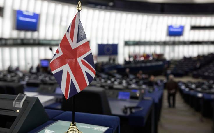Το Ηνωμένο Βασίλειο μπορεί να μη μείνει και τόσο… ενωμένο, σύμφωνα με σχεδόν τους μισούς πολίτες