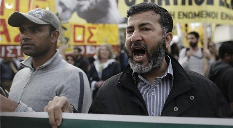 Οι Πακιστανοί στις 17 Νοέμβρη φώναζαν στο σύνταγμα...«Open The ...