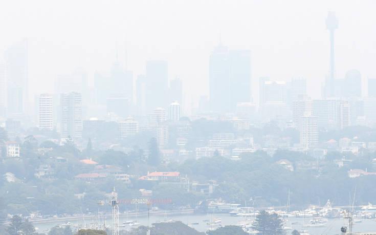 Ανησυχία για οχτώ πυρκαγιές γύρω από το Σίδνεϊ