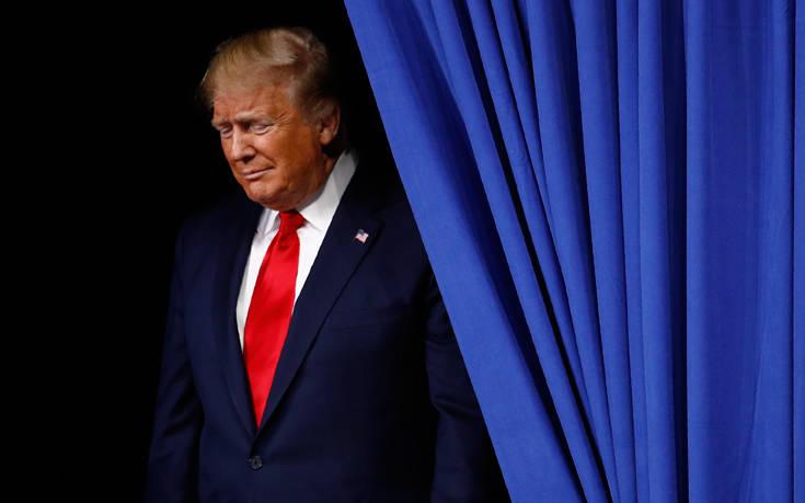 ΗΠΑ: Εγκρίθηκε το πρώτο βήμα για την αποπομπή του Τραμπ