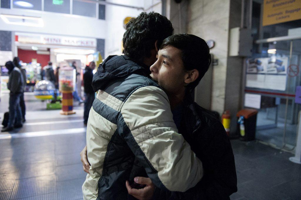 3.070 ευρώ «φακελάκι» σε όποιον μετανάστη φύγει από την Ελλάδα