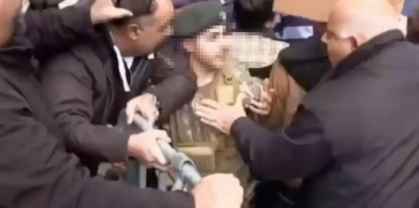 Επεισόδια στο οδόφραγμα της Λήδρας – Σάλος με επίθεση σε στρατιώτη