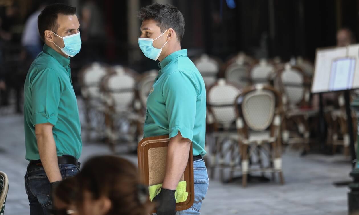 Καταργείται το όριο έξι ατόμων στα τραπέζια και η μάσκα στα εμπορικά